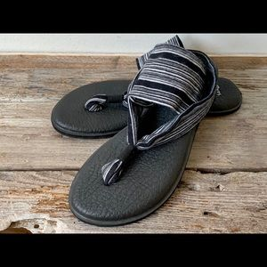 Sanuk yoga sling sandals US size 6